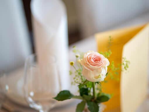 Hochzeit - Tischdeko - Blume - Hochzeitsfotograf - Thomas Kowalzik