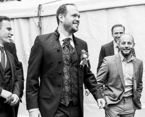 Bräutigam mit seinen Jungs