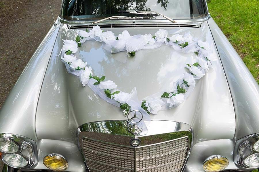Blumenschmuck fürs Hochzeitsauto - Blumenherz
