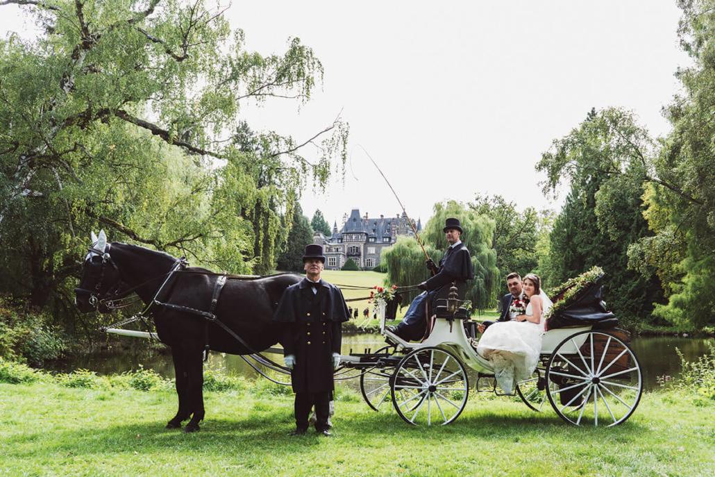 Hochzeitskutsche im Schlosspark Rauischholzhausen zwischen Marburg und Gießen im Ebsdorfergrund