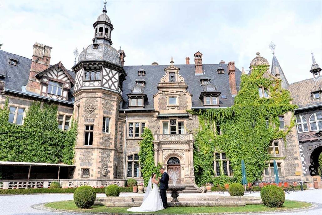 Ihr genießt eure Hochzeit in Gießen während ich als euer Hochzeitsfotograf für Fotos sorge, die euch ein Leben lang begeistern.