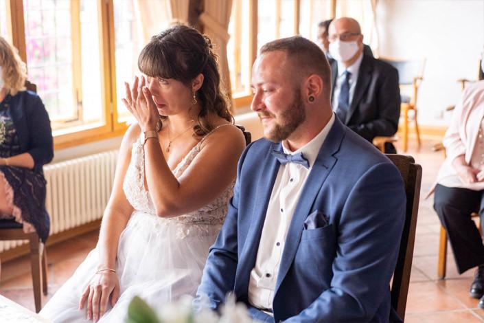 Emotionen bei der standesamtlichen Eheschließung in Kirchhain der Braut. Freudentränen gehören einfach dazu.