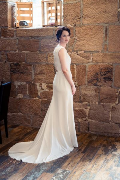 Braut im Brautkleid beim Getting Ready - Hochzeitsfotograf Thomas Kowalzik