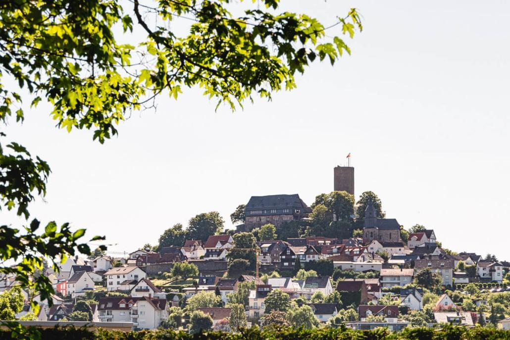 Heiraten und Feiern im mittelalterlichen Ambiente, genau das bietet euch die Burg Gleiberg in Wettenberg bei Gießen.